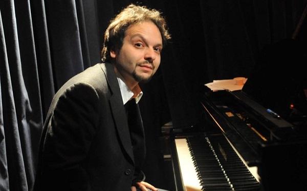 Daniele Pozzovio Trio  presenta RESURRECTION, con Daniele Pozzovio al pianoforte, Ares Tavolazzi al contrabbasso e Amedeo Ariano alla batteria