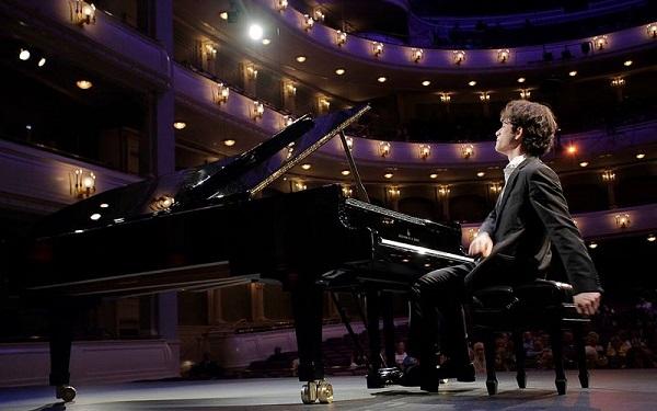 Con Alessandro Pierdomenico il Festival Liszt prosegue con la valorizzazione delle eccellenze della musica classica italiana