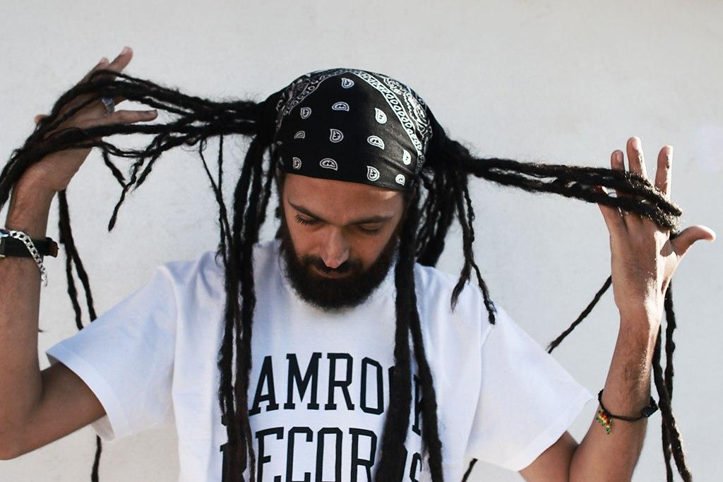 """Ras Tewelde dall'università al palco, il professore del reggae pubblica """"After the Rain"""""""