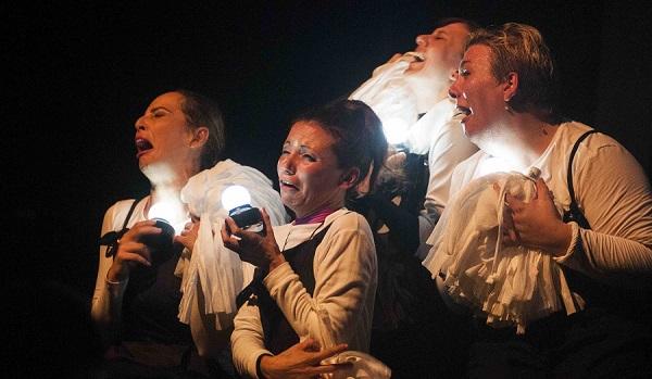 Al Teatro Comunale Sant'Oreste PreCario Diario, uno sguardo ironico sui fallimenti della società contemporanea