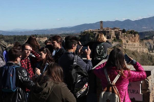 A Spasso con ABC 2019 parte da Civita di Bagnoregio, con prima tappa a Caprarola (Vt)