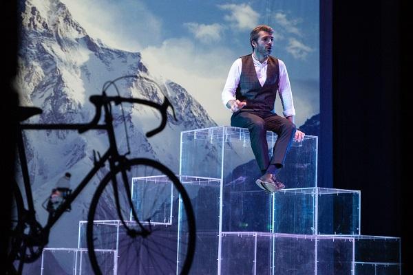 Al Teatro Romano di Ostia Antica, Luca Argentero in: 'E' questa la vita che sognavo da bambino?'