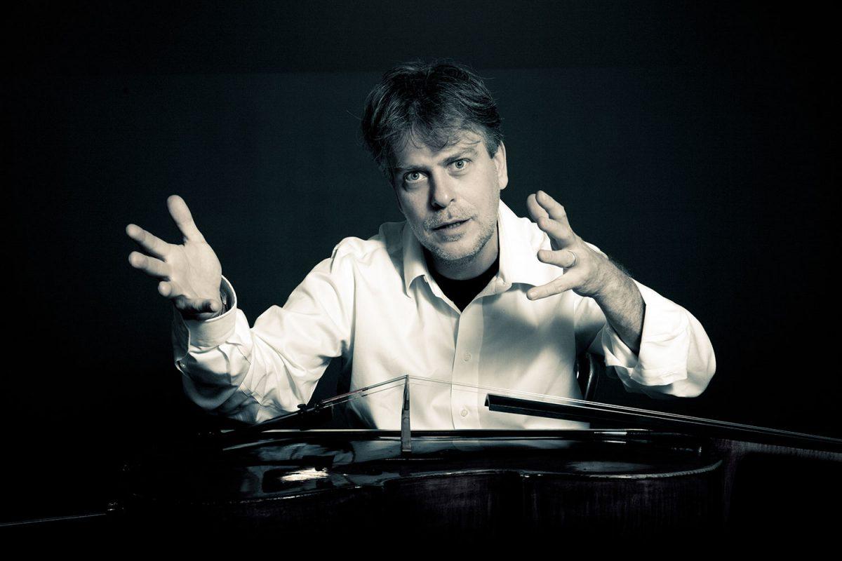 """Luca Franzetti – Violoncello solo presenta """"Morte e resurrezione di un amore"""". Musiche di J.S.Bach. Martedì 9 gennaio 2018 ore 21 Teatro Asioli Correggio (Reggio Emilia)"""